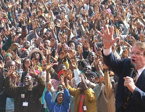 Mais de 1,7 milhão de convertidos na última cruzada evangelística de Reinhard Bonnke